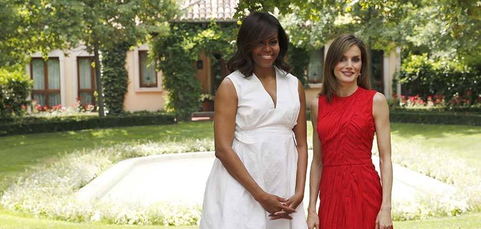 Letizia repite un vestido de Nina Ricci en rojo, su color favorito