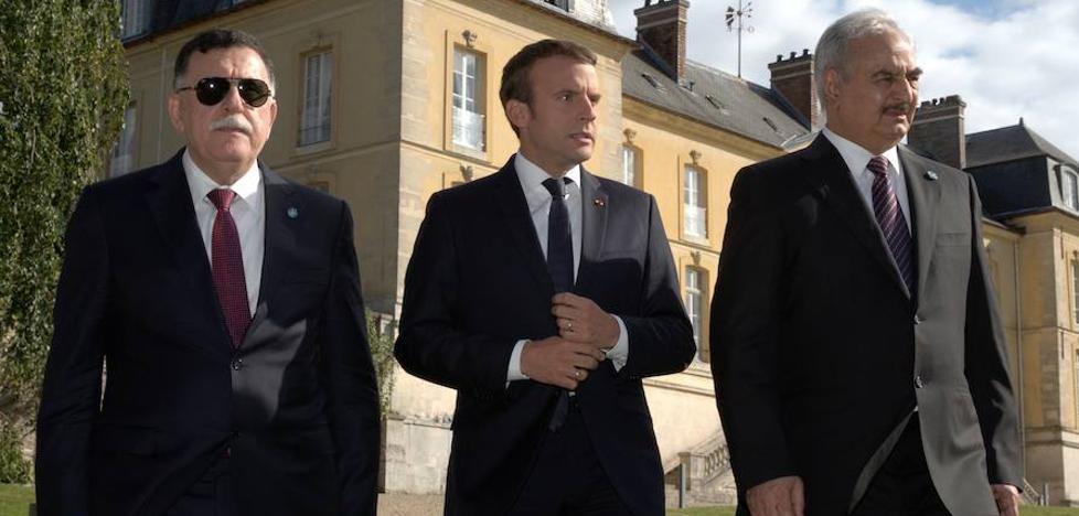 Los dos hombres fuertes de Libia acuerdan en París un alto el fuego
