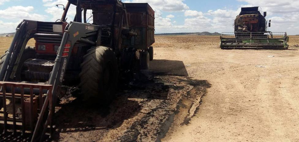 Queman una cosechadora y un tractor en Sacramenia
