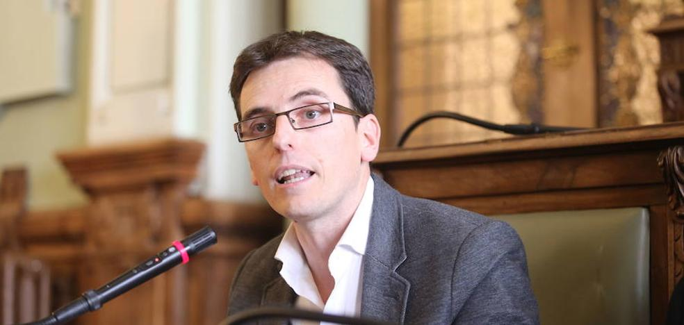 El PSOE considera lógica la «imputación» a León de la Riva y dos ediles del PP