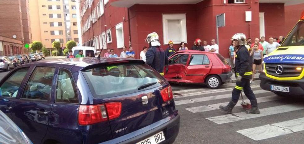 Colisiones en la calle General Shelly y Huelva con Málaga