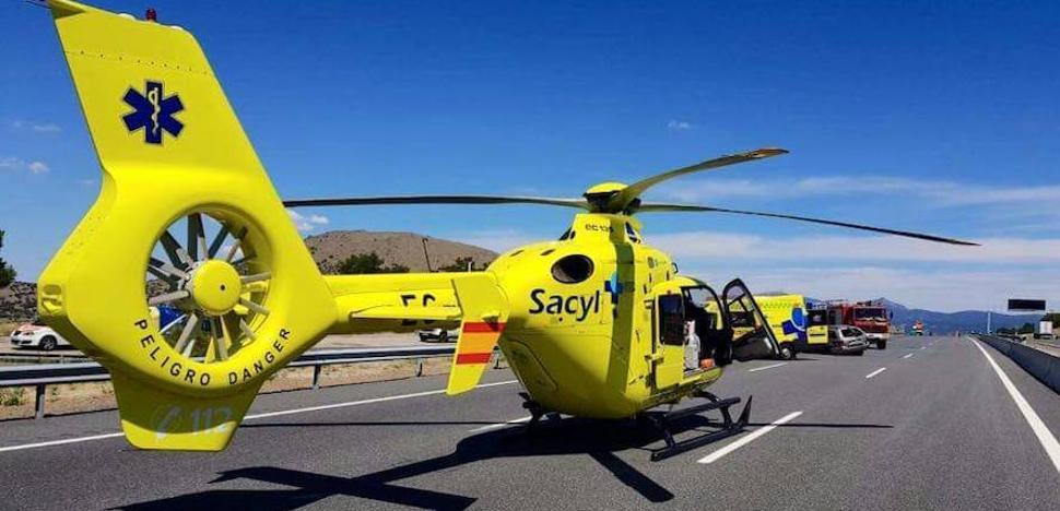 Un helicóptero corta el tráfico en la AP-6 para evacuar a un conductor herido