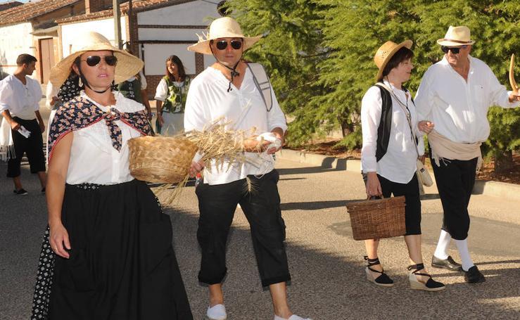 Desfile de la recreación histórica de 1790 en Pozaldez en 'El Caño se viste de época'