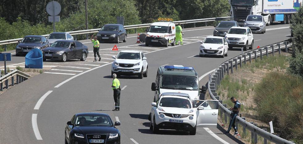 Un accidente en Dueñas provoca retenciones en la autovía