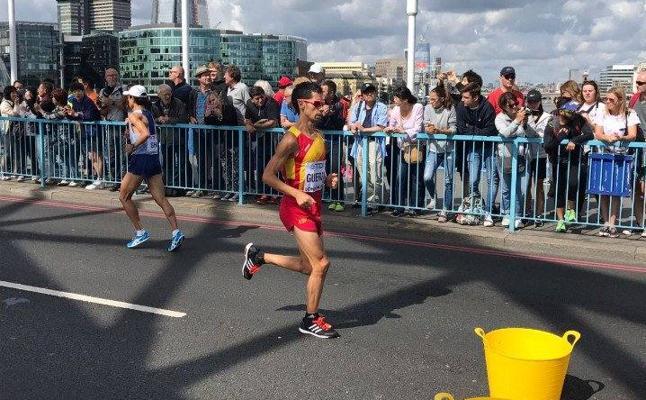 Javi Guerra, decimoséptimo en el maratón de Londres