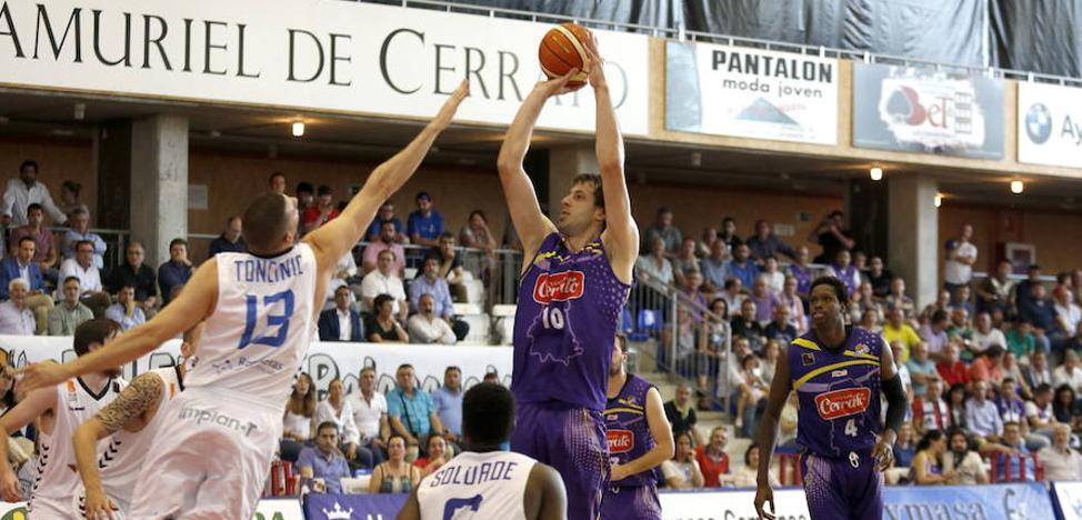Urko Otegui seguirá una temporada más en el Palencia Baloncesto