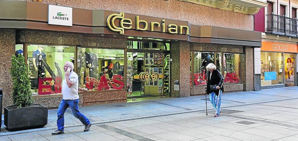 Cierra Pañerías Cebrián, un comercio emblemático de Palencia
