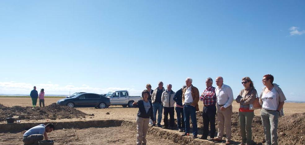 El delegado territorial visita los trabajos de excavación en Dessobriga