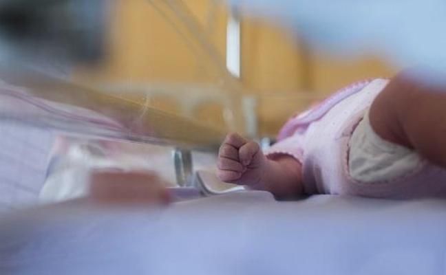 Descubre que le habían cambiado el bebé en el hospital tras divorciarse por pensar que le era infiel