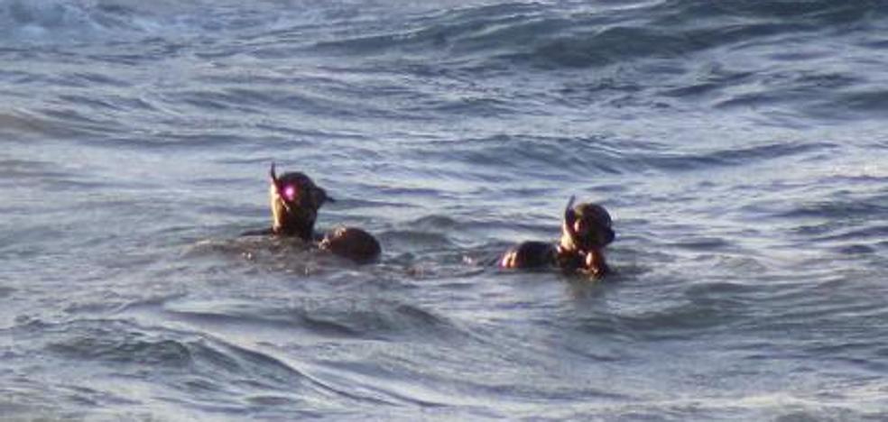 Fallece un inmigrante al ser acercado a Ceuta en moto acuática
