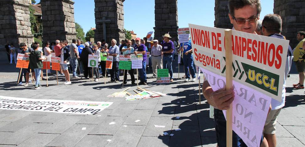 Más de 150 agricultores demandan en la calle ayudas directas contra la sequía