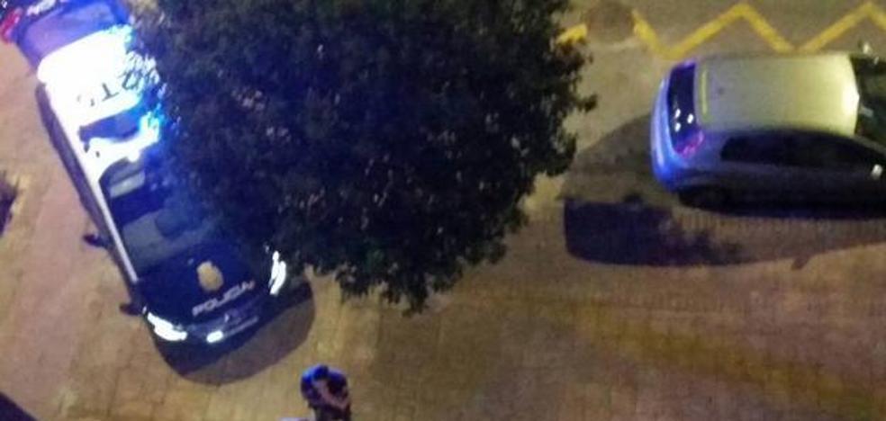 Atacan a un menor de 14 años con un hacha para robarle el teléfono móvil
