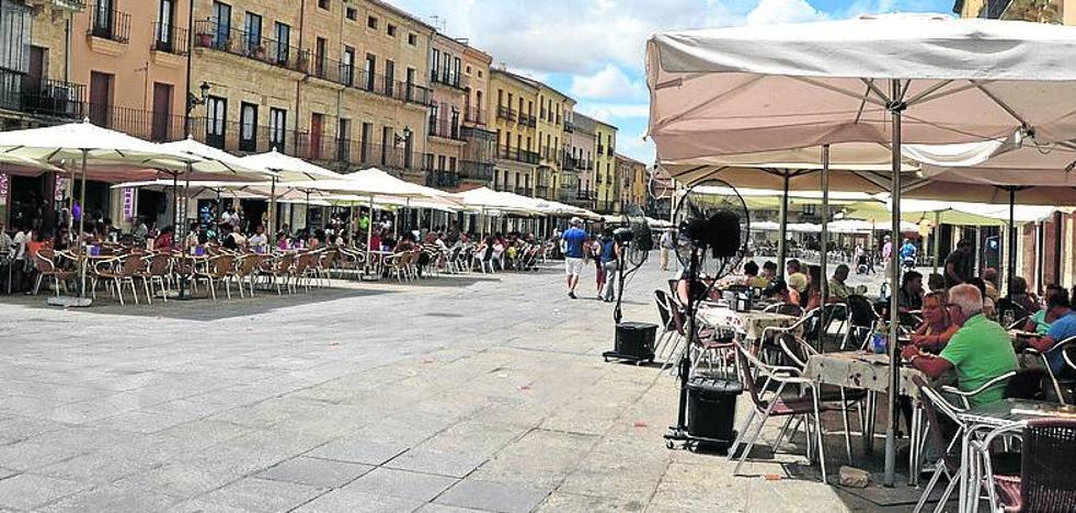 El Ayuntamiento quiere unificar los horarios de las terrazas de bares