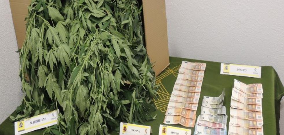 La Guardia Civil detiene a tres personas por tráfico de drogas en Peñafiel