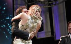 Un jeque paga 20.000 euros para que Banderas bese a su novia