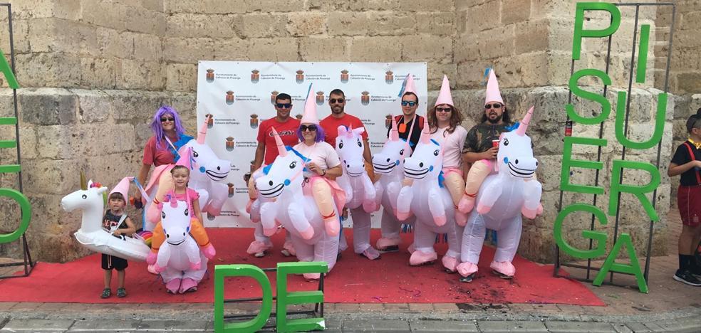 Cabezón de Pisuerga comienza sus fiestas con el colorido de las peñas y los disfraces