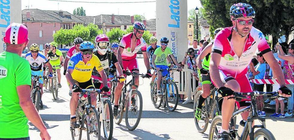 Más de 200 deportistas participan en el BTT y Trail La Costevilla