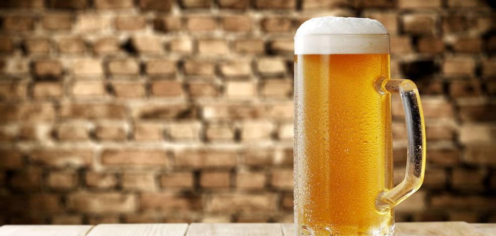 Mezclar alcohol no 'sube más' y otros mitos de la resaca