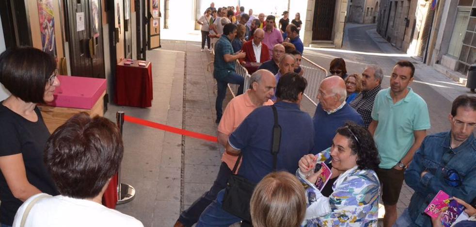 Primeras colas para comprar entradas de la Feria de Teatro de Castilla y León