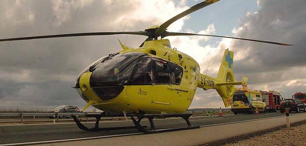 Evacuado en helicóptero un motorista herido grave en Remondo