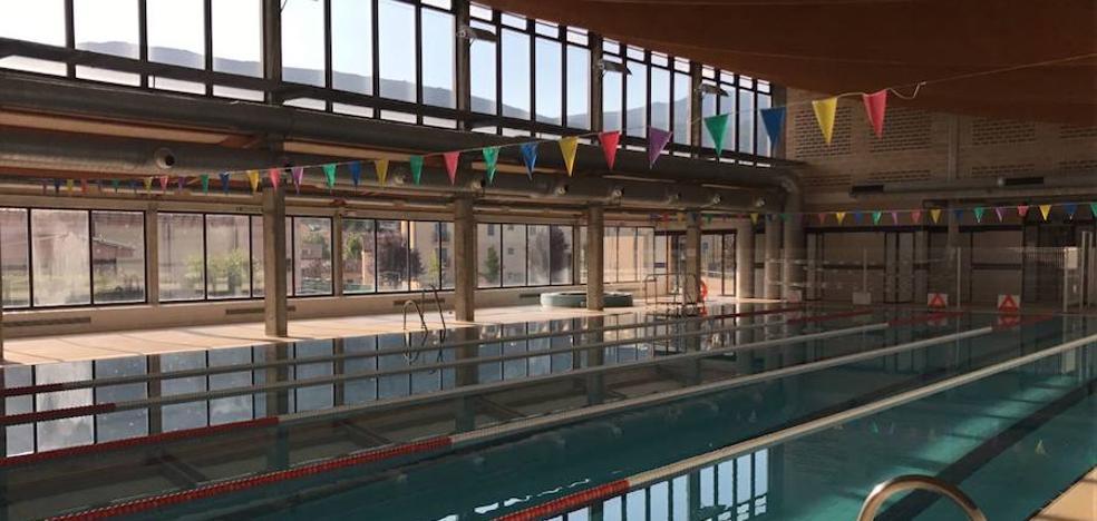 El Real Sitio mantiene el servicio de piscinas en la climatizada y la de chapoteos