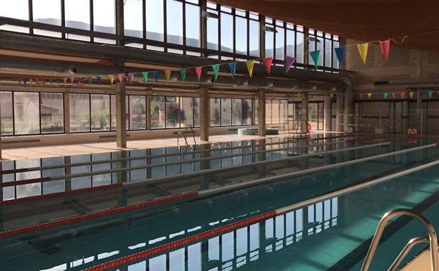 El real sitio mantiene el servicio de piscinas en la climatizada y la de chapoteos el norte de - Piscina climatizada segovia ...