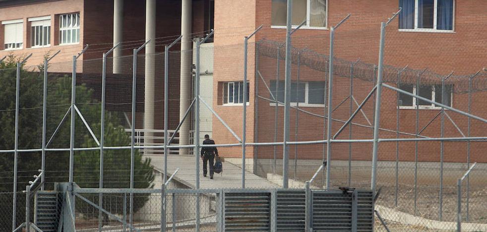 Personal de prisiones exige la retirada de la seguridad privada del exterior de los centros