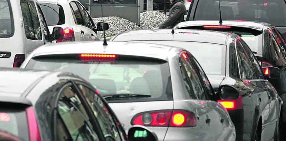 El Consistorio reclama el pago de multas a 550 conductores y de impuestos a 400 vecinos