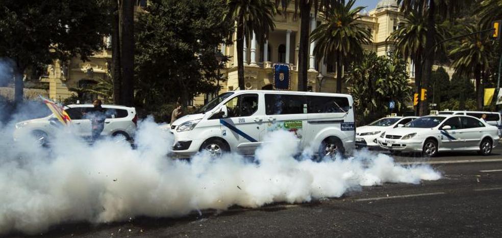 La huelga de taxis de Málaga continúa a la espera de la reunión mañana con la Junta