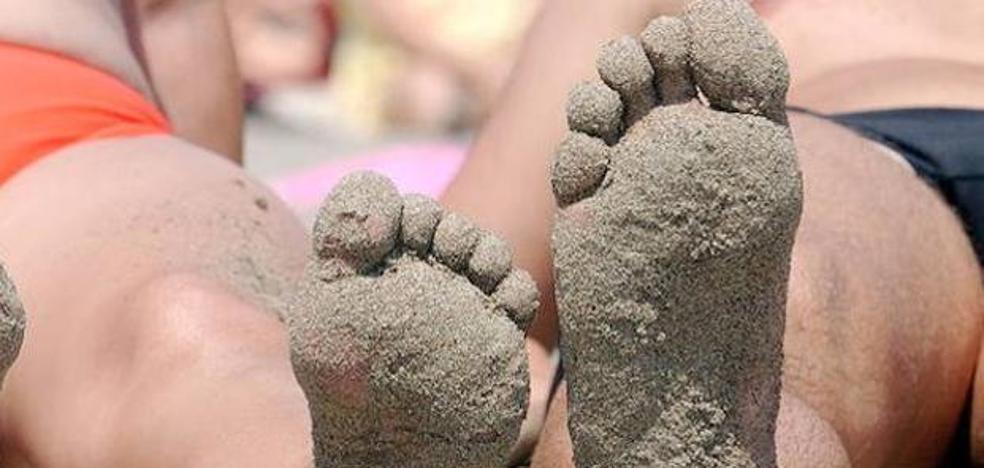 El truco definitivo para quitarte la arena de los pies