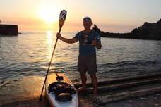 Antonio de la Rosa prosigue su vuelta a la península en paddle-surf