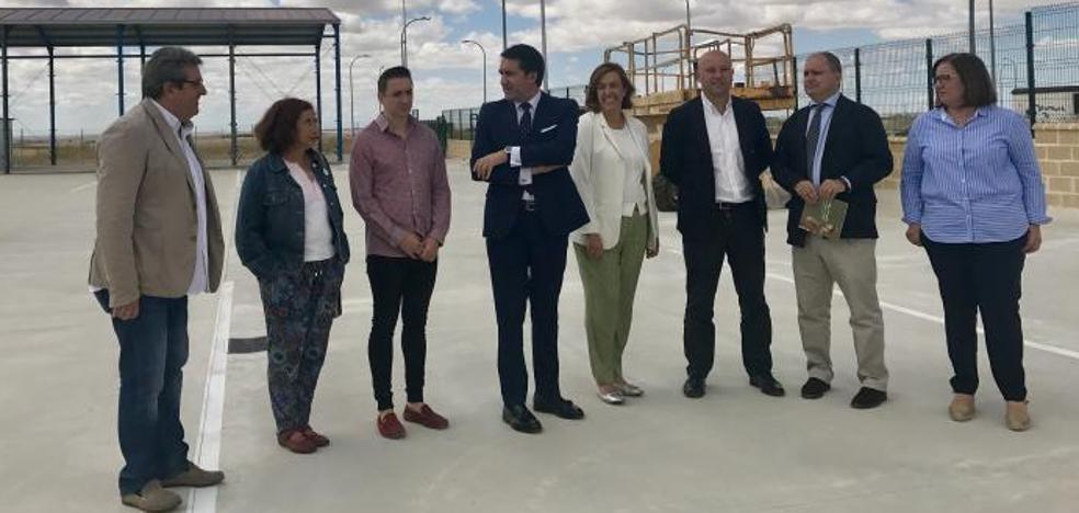 Paredes de Nava abrirá un centro de transportes en el polígono industrial