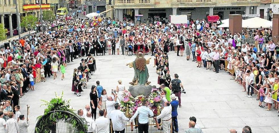 El fervor popular acompaña a la Virgen de la Asunción