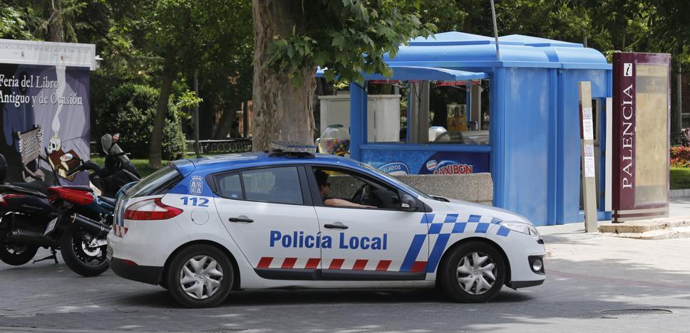Denunciado en Palencia por llevar en el coche dos armas blancas de gran tamaño