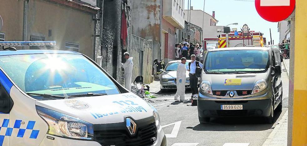 Un incendio provocado con gasolina acaba con la vida de una mujer en Pizarrales