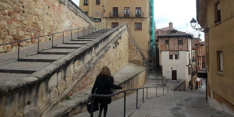 Una terraza en la bajada de la Canaleja que te 'roba' intimidad