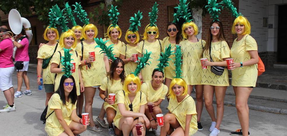 Las peñas ponen color a las fiestas de Coca