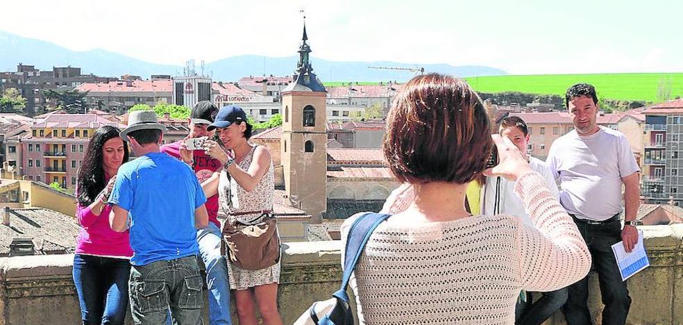 La alcaldesa es partidaria de cobrar una tasa simbólica a los turistas que pernocten