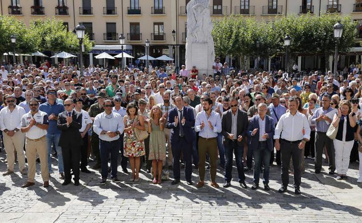 Cientos de palentinos muestran sus repulsa por los atentados de Barcelona y Cambrils