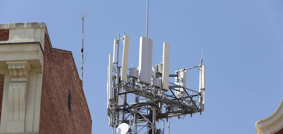 Las asociaciones de vecinos abren un frente contra la instalación de antenas telefónicas