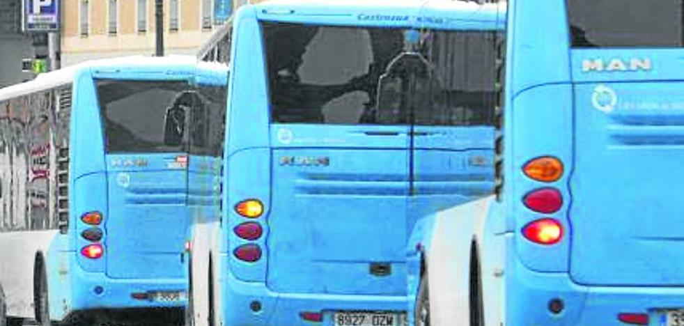 Raquel Fernández lamenta «la desidia del PSOE» en la gestión de los nuevos autobuses