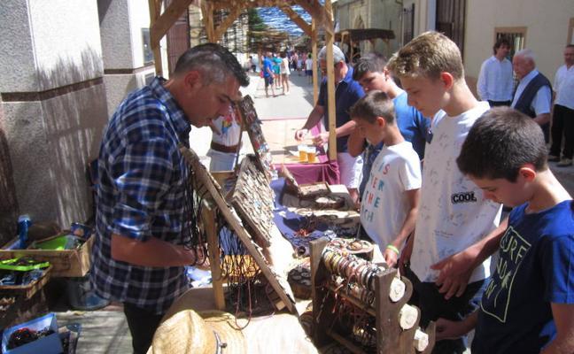 Tordehumos recupera su patrimonio y tradiciones en el mercado artesanal