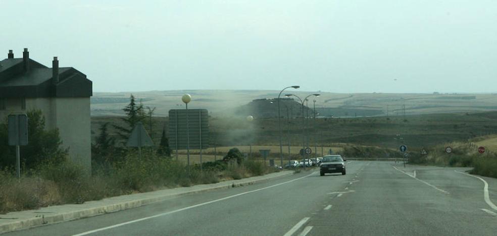 Tres heridos al salirse una furgoneta de la carretera y volcar en Madrona