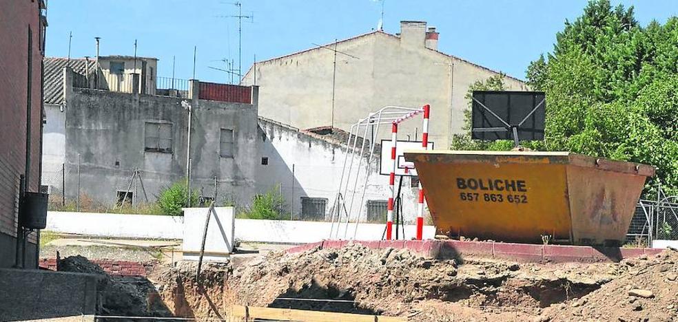 Las obras en el patio del Miróbriga avanzan antes del inicio del curso