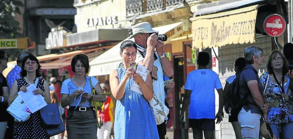 El turismo supera las previsiones de los hosteleros y apunta a un verano de récord