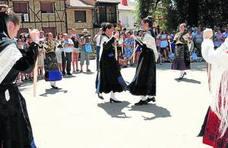 Bailes en honor de San Sebastián en el día grande de las fiestas patronales