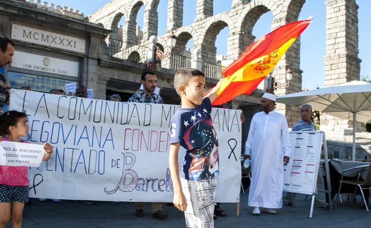 La comunidad mulsulmana se concentra en contra de los atentados en Barcelona