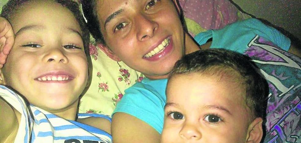 La lucha de una madre por traer a sus dos hijos pequeños de Venezuela