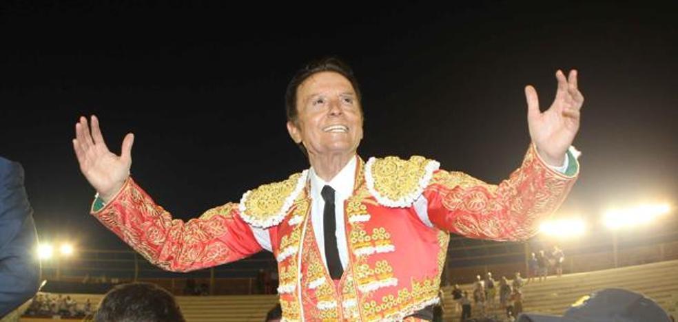 Ortega Cano se corta la coleta