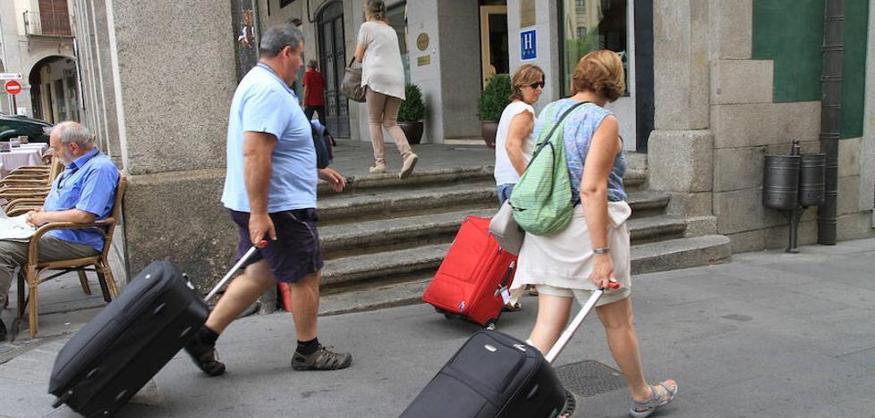 Cándido López: «Cobrar una tasa podría crear un efecto negativo en el turista»